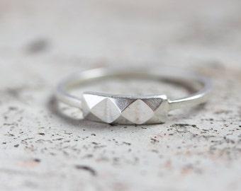 Geometric ring with 3 pyramids - modern, minimalistic ring