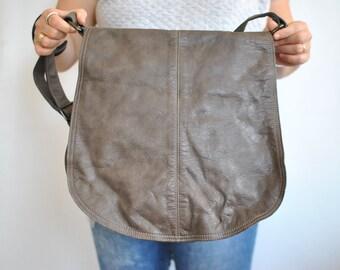 Vintage OVERSIZE MESSENGER LEATHER bag , women's messenger bag............(489)