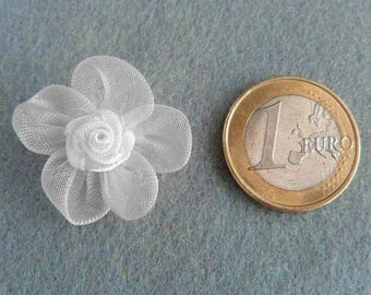 Set of 5 small white applique satin roses and 25mm organza flowers