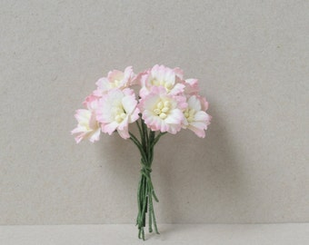 20  mm / 10  mixed pink  white  paper flowers
