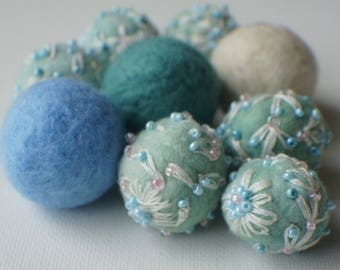 Felt Beads, Extra large Beads, White and Blue shades beads Beads, Felt Balls Felt Beads Felted Balls Wool Beads, Roun