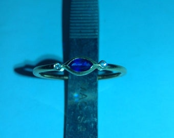 Sapphire Gold Ring with Diamonds