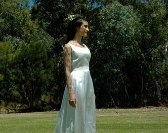 The Anne-Maire - Satin Vintage Wedding Dress