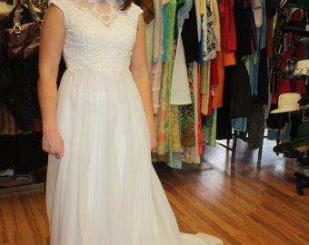 Wedding dress vintage, Bride, 1950, Alfred Angelo, Edy the Vincent, elegant bridal gown. small, timeless, classic, lace