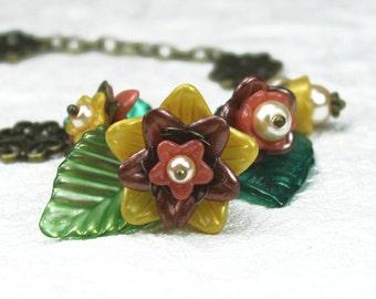 Erklärung Halskette, Vintage-Stil, klobig, Hand gefärbt, Lucite, antik Messing