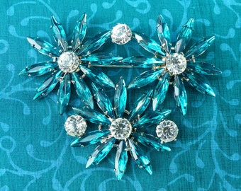 DELIZZA AND ELSTER ? - Vintage 1960s Juliana-style Silvertone Teal Blue & Clear Crystal Triple-Star Flower Diamanté Brooch
