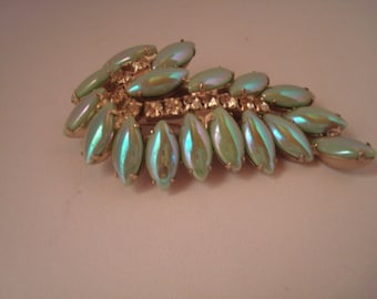 VIntage faux pearl and rhinestone pin