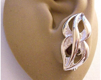 Monet Crossed Lined Bands Clip On Earrings Silver Tone Vintage Large Smooth Swirl Center Rib Brushed Backs Comfort Paddles