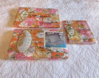 """Vintage Sheet Set New in Package Cannon Royal Family Featherlite No-Iron Full Size Flat Fitted 2 Pillowcases """"Bed of Flowers""""  Pink Orange"""
