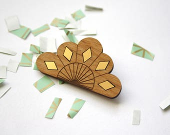 Geometric flower brooch, modern wooden accessory, natural wood jewelry, gold color inlays, art deco style, handmade, made in France, Paris