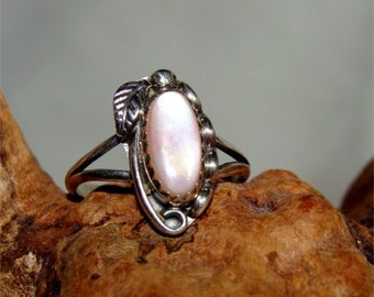 Vintage NAVAJO Ring PINK Mother of PEARL Size 5 1/2 Handmade