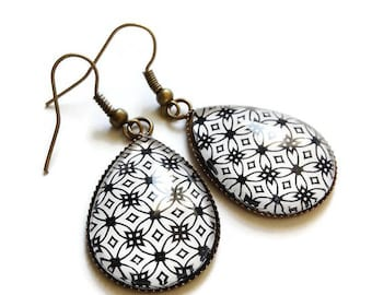 drop earrings * abstract black and white * geometric pattern, glass cabochon