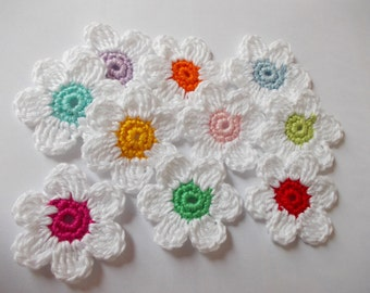 10 crochet flowers - 4,5 cm large - white/coloured - crochet