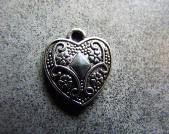 Set of 2 cute hearts decorated metal
