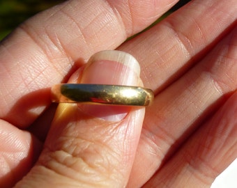 Nice Wide CLASSIC  yellow  gold 14Kt wedding band 4 mm wide and size 11.5   Nothing says your married like a classice band