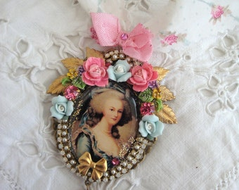 Vintage french Marie Antoinette necklace ribbon and resin cabochon