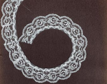 1 inch wide gathered WHITE lace trim 25 yds   (XD570)