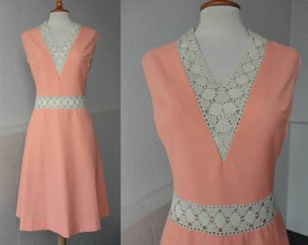70s Salmon Vintage Dress With Lace // Bragard 88 Epinal // Size 44 // Made In France