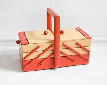 Red wood sewing box, knitting box, knitting basket, 60s sewing basket, organizer, make up organizer, jewelry box
