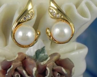 Vintage Costume Pearl Earrings