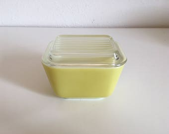 Vintage PYREX Early American Refrigerator Dish Yellow #501