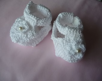 baby booties, white cotton, hand made crochet, T. 16-0 to 3 months