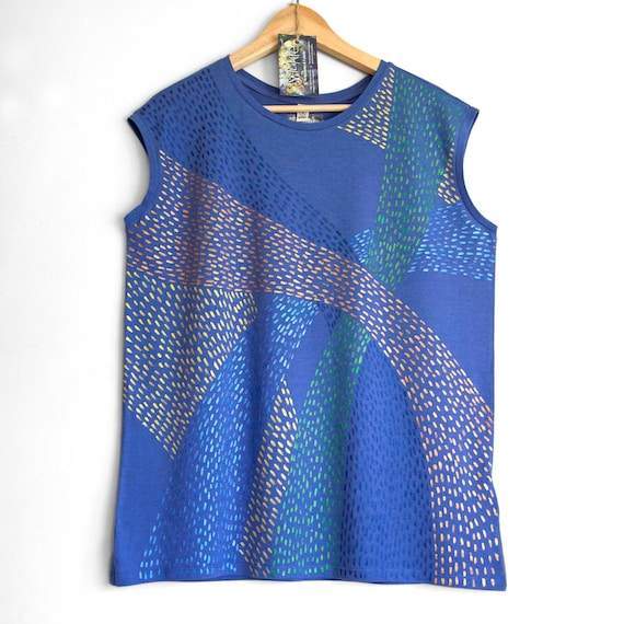 SHINY BLUE top. Blue Ladies sleeveless top with a shiny painted pattern. Women's organic cotton and tencel sleeveless t-shirt.