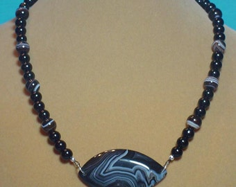BeautifulBlack and white SARDONYX AGATE necklace - N061