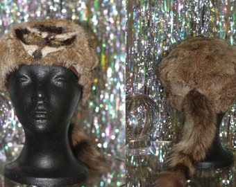 Vintage Raccoon Fur Coonskin Hat with Raccoon Tail *Excellent Condition