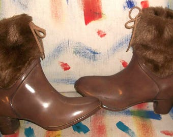 Auth Vtg Sixties Taupe Rubber Low Heel Rainboots w Faux Fur Drawstring Top 7M