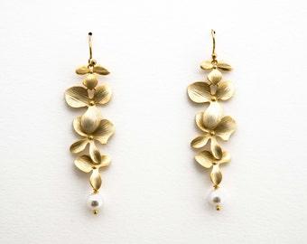 Flower Earrings with Pearl Drop, Dangle Earrings, Wedding Jewelry, Bridesmaid Jewelry, Graduation Gift