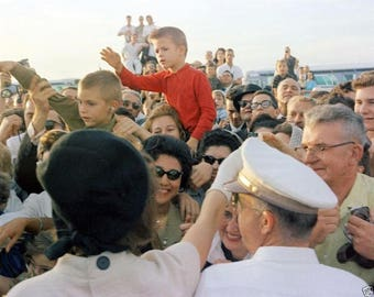 Jacqueline Kennedy greets crowd in Houston Texas on Nov 21, 1963
