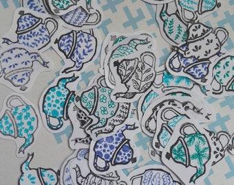 Die cuts théière sur papier de récup - embellissement tampon théière et petits dessins sur papier de récup - recyclage papier - découpes