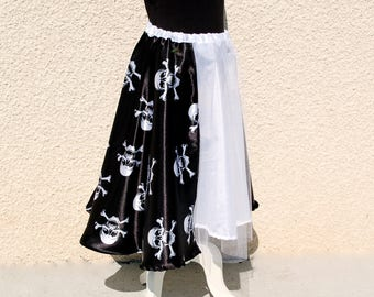 Halloween skirt with black and white skulls 6-10 years