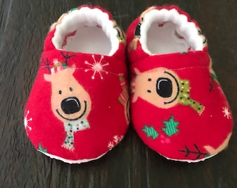 Reindeer baby booties // Reindeer crib shoes