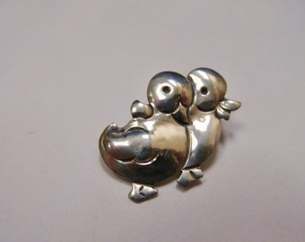 J LESLIE Sterling Silver Double Duckling Pin Item W # 384
