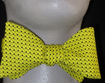 Mens Freestyle BOW TIE Question Marks Dr Who on Yellow Cotton Self Tie Your Own BowTie