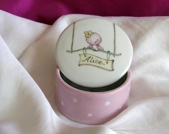 Boite personnalisable, baptême, naissance pour dragées ou bijoux, originale et unique. Peinte à la main.