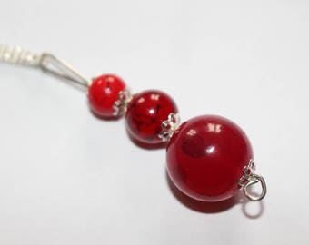 Red gradiated size beaded pendant necklace