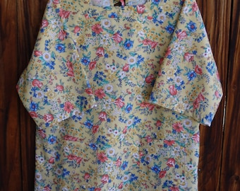 SIZE 18-20 The Mama San Mamasan Kappogi Full Coverage Smock Apron in Florals on Soft Yellow Print- Size Large (18-20)
