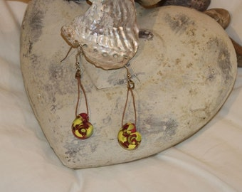 Snails as earring in yellow and red