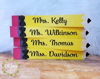 Teacher pencil sign, Educator sign, Teacher gift, Teacher Appreciation Day Gift, Teacher name sign, Teacher name plate sign, Personalized