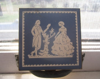 1940's Volupte Made in USA Compact Wedgewood Design
