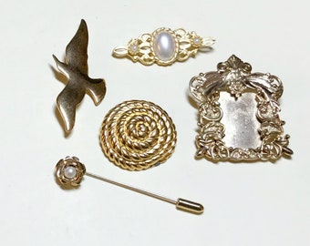 Mixed lot of five vintage brooches, vintage brooch lot, vintage pin lot, vintage jewelry lot, stick pin, bird, frame pin, 1980s