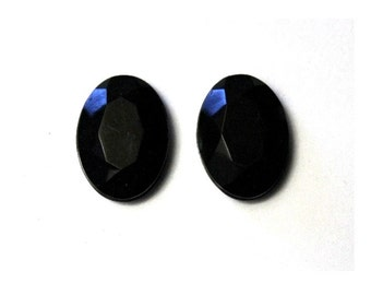 18 x 26 mm Faceted Oval Magnetic Earrings in Jet Black
