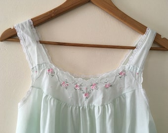 Vintage embroidered summer nightgown - Size small (8-10)