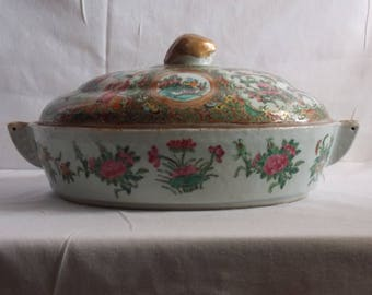 Rose medallion covered warming dish