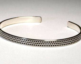 Double Crown Sterling Silver Patterned Cuff Bracelet - Solid 925 BR9030