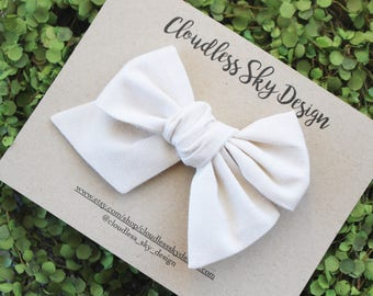 Ivory bow / Girls hair bow / Hair bows / Oversize bow / Toddler hair bows / White Bow / Hair bow for girls / Hair bows / Easter bow