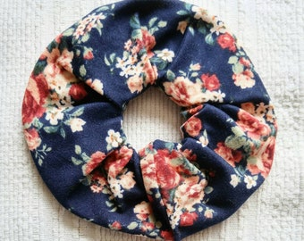 Scrunchy for women, flowered scrunchy pink on Navy, scrunchie for women, flowers scrunchie
